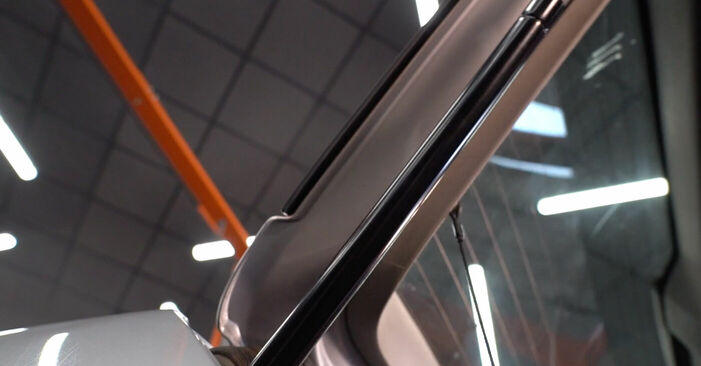 VW POLO 1.2 Heckklappendämpfer ausbauen: Anweisungen und Video-Tutorials online