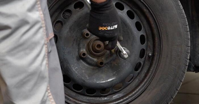 Hvordan man udskifter VW PASSAT Variant (3B6) 1.9 TDI 2001 Styrekugle - trin-for-trin manualer og video vejledninger