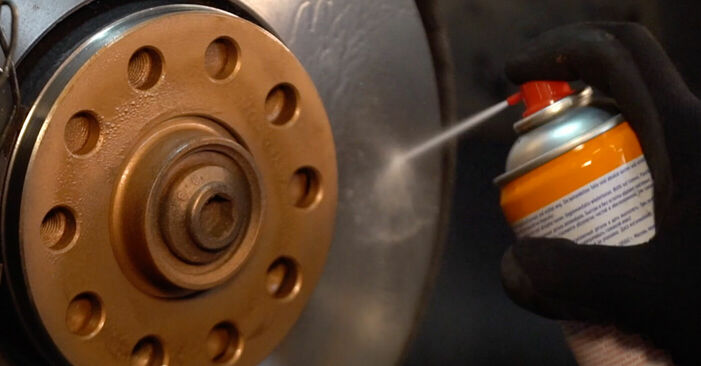 Hvordan man skifter Styrekugle på VW PASSAT Variant (3B6) 2000 - råd og tricks