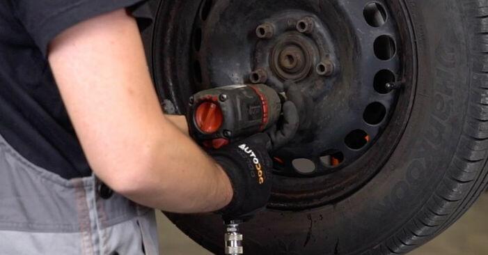 Udskiftning af Styrekugle på VW PASSAT Variant (3B6) 2.0 2003 ved gør-det-selv