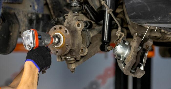 VW TRANSPORTER 2.5 Radlager ausbauen: Anweisungen und Video-Tutorials online