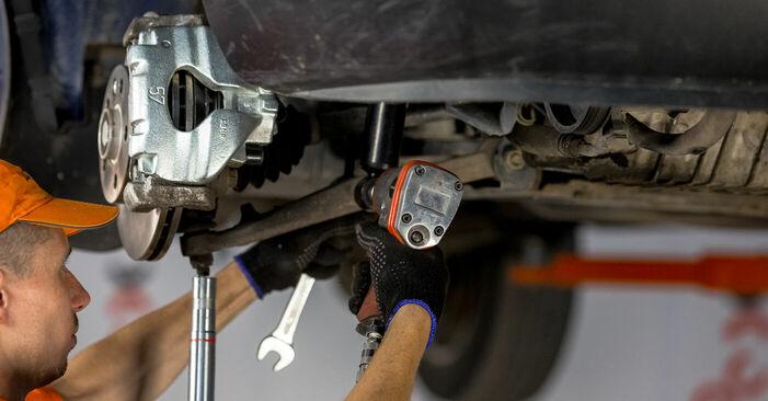 Come rimuovere VW TRANSPORTER 2.5 TDI Syncro 1994 Braccio Oscillante - istruzioni online facili da seguire