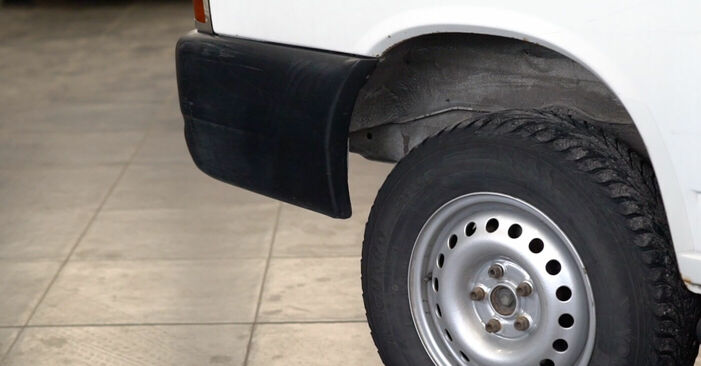 Changing Brake Discs on VW TRANSPORTER IV Bus (70XB, 70XC, 7DB, 7DW) 2.5 1993 by yourself