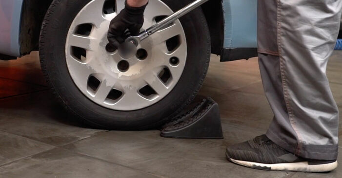 Смяна на Fiat Punto 188 1.2 16V 80 2001 Носач На Кола: безплатни наръчници за ремонт