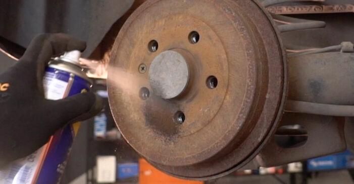 Como substituir Rolamento da Roda no VW POLO (9N_) 2006: descarregue manuais em PDF e instruções em vídeo