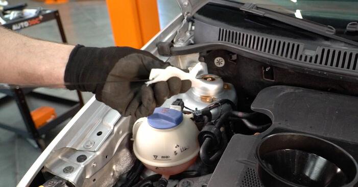 Changer Filtre à Huile sur VW POLO (9N_) 1.2 2004 par vous-même