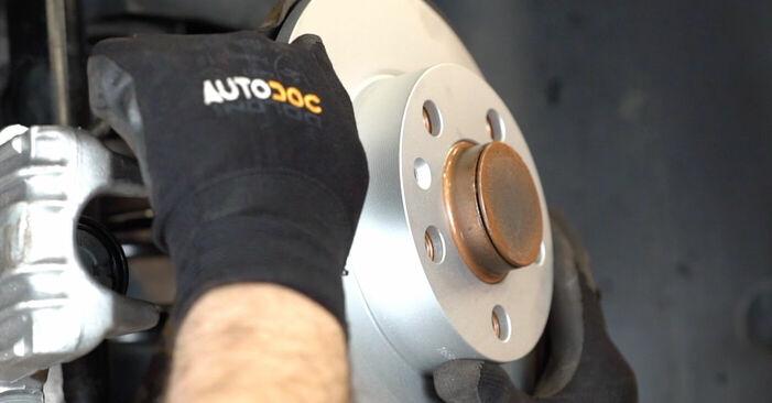 Wie Bremsscheiben VW Golf IV Schrägheck (1J1) 1.6 1998 austauschen - Schrittweise Handbücher und Videoanleitungen