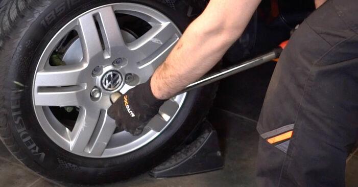 Tausch Tutorial Bremsscheiben am VW Golf IV Schrägheck (1J1) 2000 wechselt - Tipps und Tricks