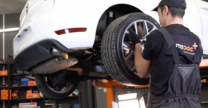 Byt VW GOLF 1.4 TSI Bromsskivor: guider och videoinstruktioner online