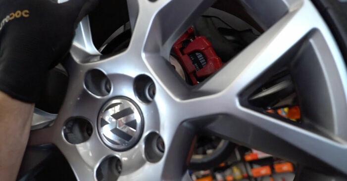 Så byter du Bromsskivor på VW GOLF VI (5K1) 2008: ladda ned PDF-manualer och videoinstruktioner