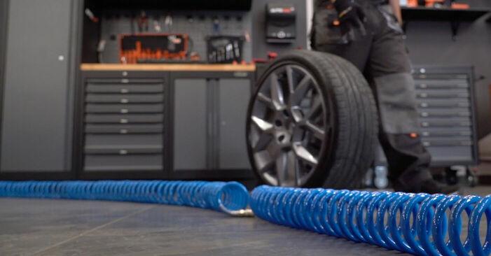 Tauschen Sie Bremsscheiben beim VW GOLF VI (5K1) 2.0 GTi 2007 selbst aus