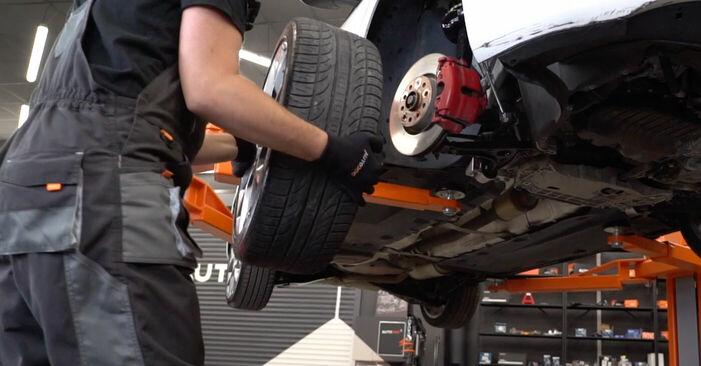 Wie man Bremsscheiben beim VW GOLF VI (5K1) 2009 austauscht – Downloaden Sie sich PDF-Anleitungen und Video-Tutorials
