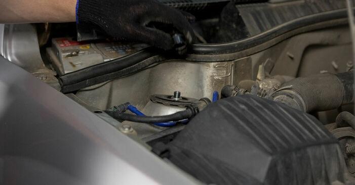 Austauschen Anleitung Domlager am Opel Corsa C 2000 1.2 (F08, F68) selbst