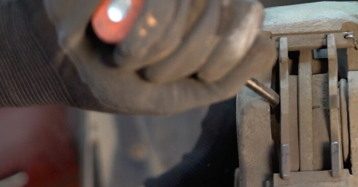 Wie schwer ist es, selbst zu reparieren: Bremsbeläge Twingo c06 1.0 1999 Tausch - Downloaden Sie sich illustrierte Anleitungen