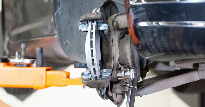 Cómo reemplazar Discos de Freno en un VW TOURAN (1T3) 2015: descargue manuales en PDF e instrucciones en video