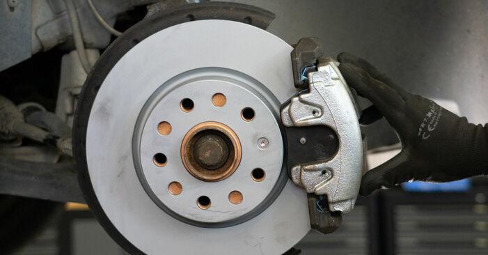 ¿Necesita saber cómo reemplazar Discos de Freno en VW TOURAN ? Este manual de taller gratuito lo ayudará a hacerlo usted mismo.