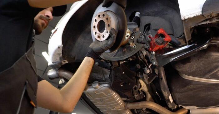 Wie man Radlager am VW GOLF VI (5K1) 2008 ersetzt - Hinweise und Ratschläge