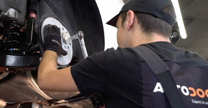 VW GOLF 2003 Radlager Stufenweise Anleitung zum Austausch