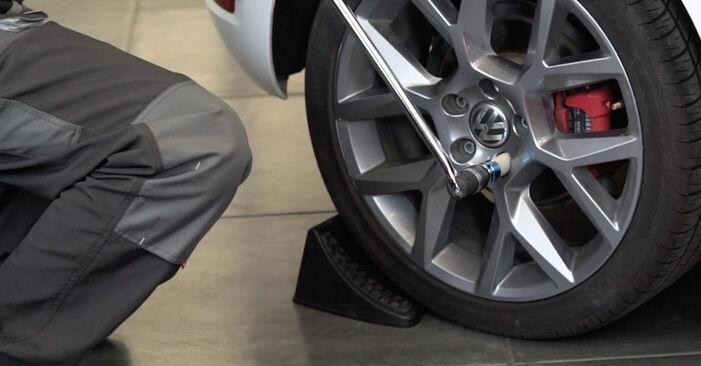 Så byter du VW GOLF VI (5K1) 1.6 TDI 2004 Länkarm – manualer och videoguider att följa steg för steg