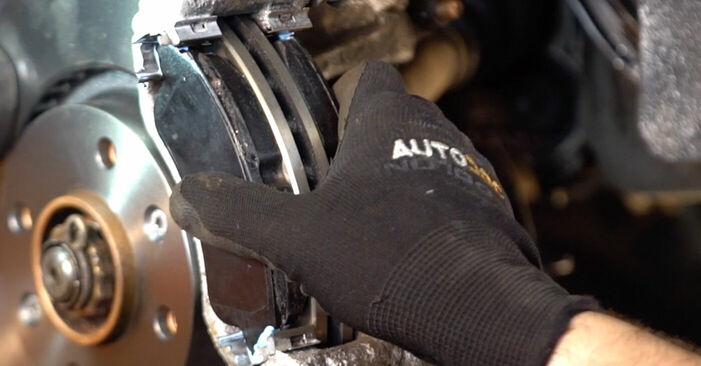 Wie Bremsbeläge Peugeot 206 cc 2d 1.6 16V 1998 tauschen - Kostenlose PDF- und Videoanleitungen