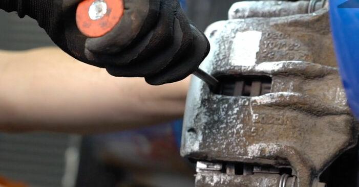 Wie schwer ist es, selbst zu reparieren: Bremsbeläge Peugeot 206 cc 2d 1.6 HDi 110 2004 Tausch - Downloaden Sie sich illustrierte Anleitungen