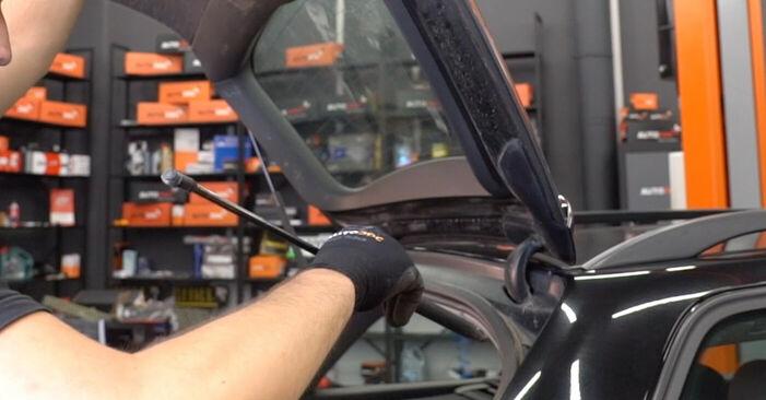 Wechseln Heckklappendämpfer am AUDI A4 Avant (8E5, B6) 1.8 T 2004 selber