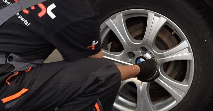 Jak wymienić BMW X5 (E53) 3.0 d 2001 Wahacz - instrukcje krok po kroku i filmiki instruktażowe