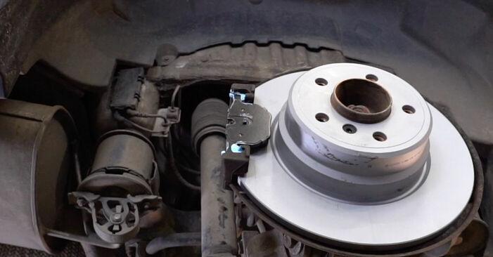 Wie BMW X5 4.8 is 2004 Bremsbeläge ausbauen - Einfach zu verstehende Anleitungen online