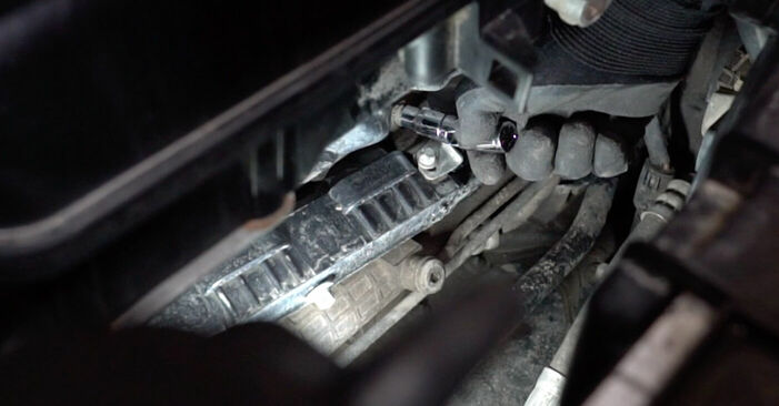 Zündspule Mercedes W168 A 160 1.6 (168.033, 168.133) 1999 wechseln: Kostenlose Reparaturhandbücher