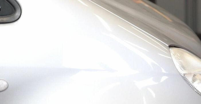 Wie Bremsschläuche MERCEDES-BENZ A-Klasse (W168) A 170 CDI 1.7 (168.009, 168.109) 1998 austauschen - Schrittweise Handbücher und Videoanleitungen