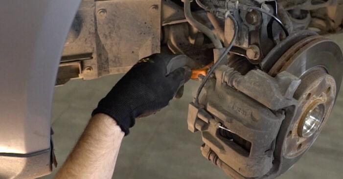Bremsschläuche beim MERCEDES-BENZ A-CLASS A 210 2.1 (168.035, 168.135) 2004 selber erneuern - DIY-Manual
