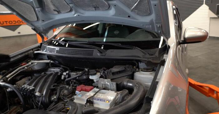 Wie Zündkerzen Nissan Qashqai j10 1.5 dCi 2006 tauschen - Kostenlose PDF- und Videoanleitungen