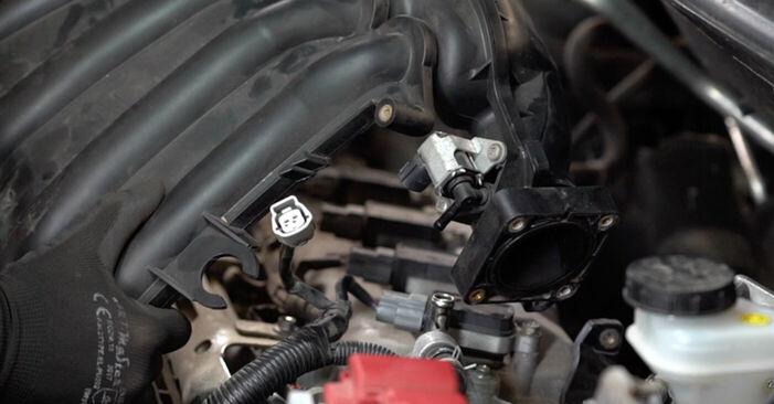 Austauschen Anleitung Zündkerzen am Nissan Qashqai j10 2008 1.5 dCi selbst