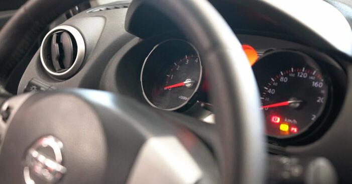 Wie schwer ist es, selbst zu reparieren: Zündkerzen Nissan Qashqai j10 2.0 Allrad 2012 Tausch - Downloaden Sie sich illustrierte Anleitungen