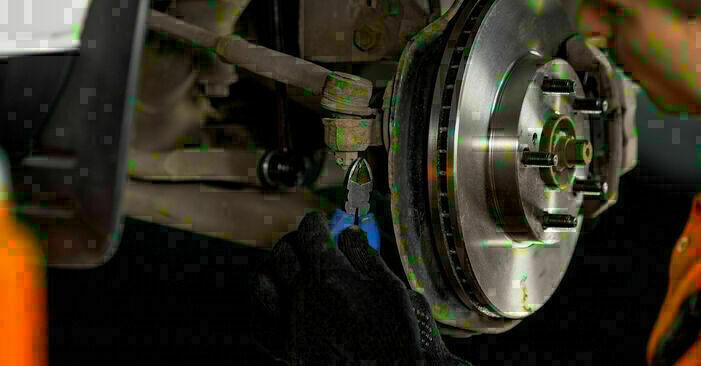 Schritt-für-Schritt-Anleitung zum selbstständigen Wechsel von Toyota Rav4 II 2001 2.4 4WD Spurstangenkopf