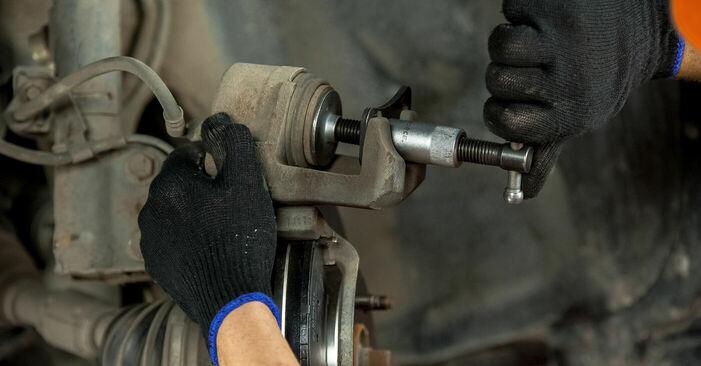 Recomendações passo a passo para a substituição de Toyota Rav4 II 2001 2.4 4WD Pastilhas De Travão por si mesmo