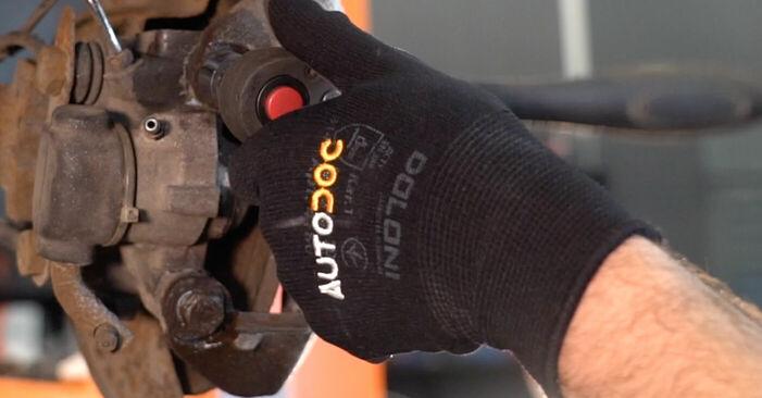 Jak vyměnit Brzdovy kotouc na PEUGEOT 206 CC (2D) 2010 - tipy a triky