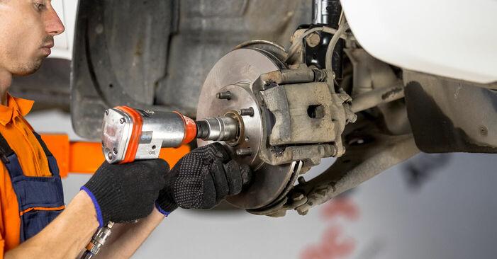 Mudar Rolamento da Roda no Toyota Rav4 II 2002 não será um problema se você seguir este guia ilustrado passo a passo