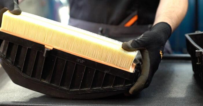 Austauschen Anleitung Luftfilter am Renault Kangoo kc01 2007 D 65 1.9 selbst