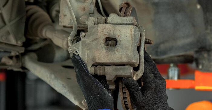 Bremsscheiben beim TOYOTA RAV4 1.8 4WD 2001 selber erneuern - DIY-Manual