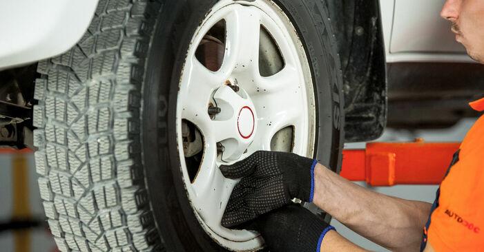 Wie TOYOTA RAV4 2.4 4WD 2004 Bremsscheiben ausbauen - Einfach zu verstehende Anleitungen online