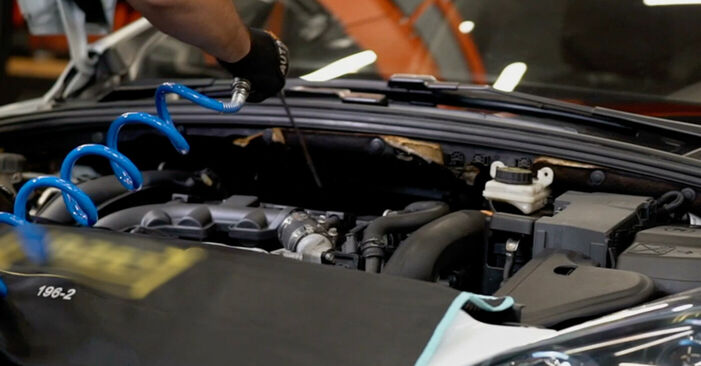 PEUGEOT 308 1.6 16V Luftfilter ausbauen: Anweisungen und Video-Tutorials online