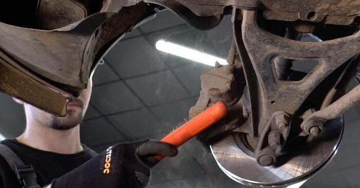 Bremsbeläge beim RENAULT KANGOO 1.2 2004 selber erneuern - DIY-Manual