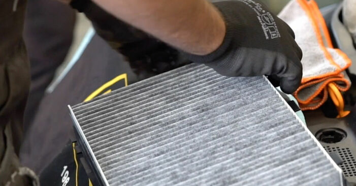 Innenraumfilter beim AUDI A3 1.8 T 2003 selber erneuern - DIY-Manual