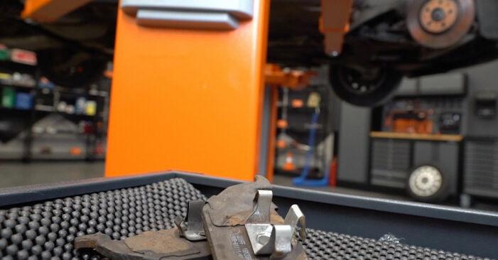 AUDI A3 S3 1.8 quattro Bremsbeläge ausbauen: Anweisungen und Video-Tutorials online