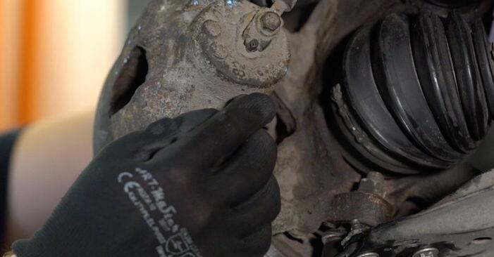 Wie schwer ist es, selbst zu reparieren: Bremsbeläge Audi A3 8l1 1.9 TDI 2002 Tausch - Downloaden Sie sich illustrierte Anleitungen