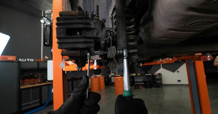 Wie Bremsbeläge AUDI A3 (8L1) 1.8 T 1997 austauschen - Schrittweise Handbücher und Videoanleitungen