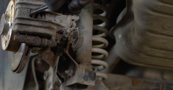 Wie schwer ist es, selbst zu reparieren: Bremsscheiben Audi A3 8l1 1.9 TDI 2002 Tausch - Downloaden Sie sich illustrierte Anleitungen