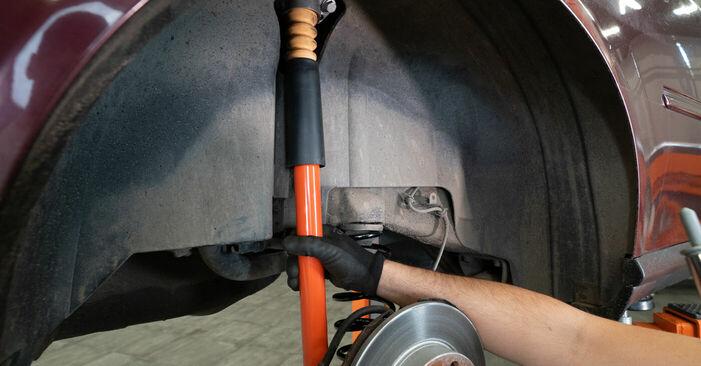 Audi A3 8l1 1.8 T 1998 Ammortizzatori sostituzione: manuali dell'autofficina