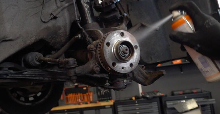 Tauschen Sie Bremsscheiben beim Audi A3 8l1 1998 1.9 TDI selber aus